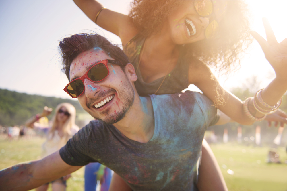 Young-man-and-woman-celebrate-during-summer-concert