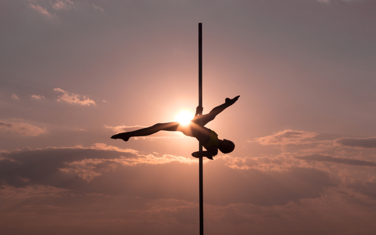Woman-balancing-on-acrobatic-pole